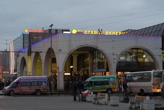 Фото здания, вид от метро